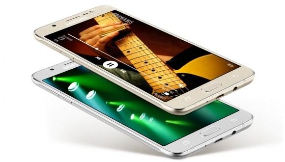Samsung'tan Yeni Galaxy J7 Geliyor !